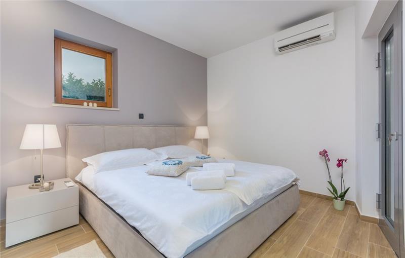4 Bedroom Villa with Pool in Vodnjan, sleeps 8
