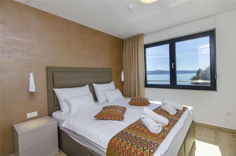 4 Bedroom Seaside Villa with Pool in Omis, sleeps 8-10