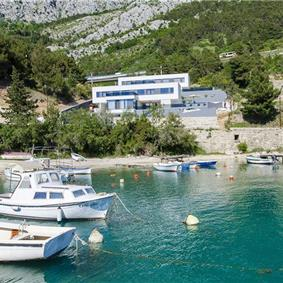 4 Bedroom Seaside Villa with Pool in Omis, sleeps 8-10