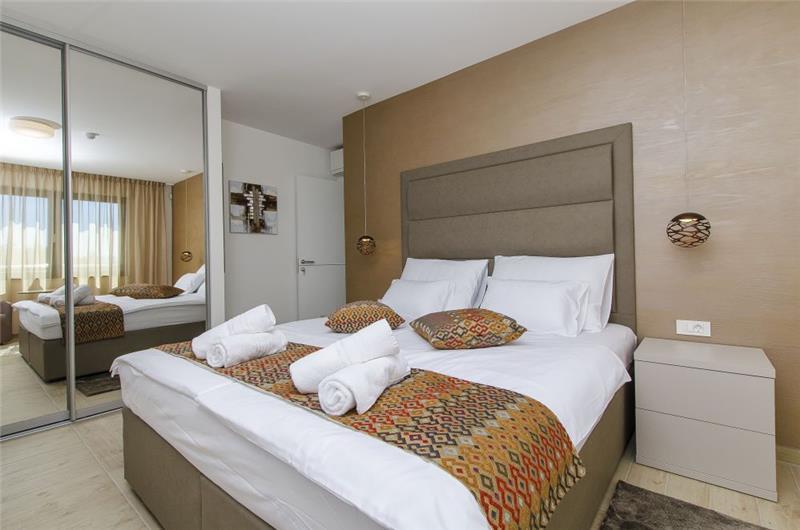 4 Bedroom Villa with Pool and Sea Views in Omis, sleeps 8-10