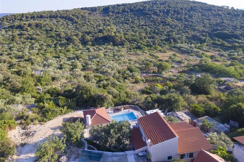 4 Bedroom Villa with Pool and Sea View in Okrug Donji, sleeps 7-11