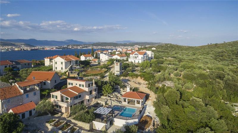 4 Bedroom Villa with Pool and Sea View on Ciovo Island, sleeps 7-11