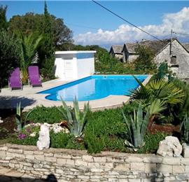 3 Bedroom Villa with Pool in Skrip, sleeps 7