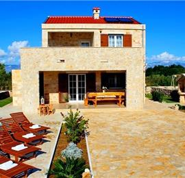 3 Bedroom Villa with Pool near Privlaka, Zadar Region, sleeps 6-8