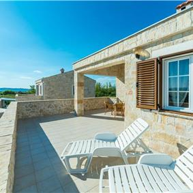 3 Bedroom Villa with Pool in Privlaka, sleeps 6-8