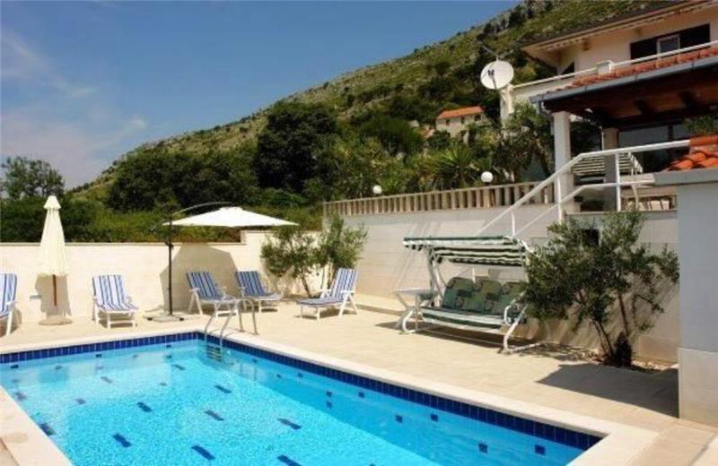 3 Bedroom Villa with Pool and Sea Views in Jesenice, sleeps 6-8