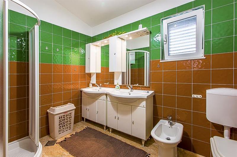 3 Bedroom Villa with Pool and Sea Views in Jesenice, sleeps 6-8