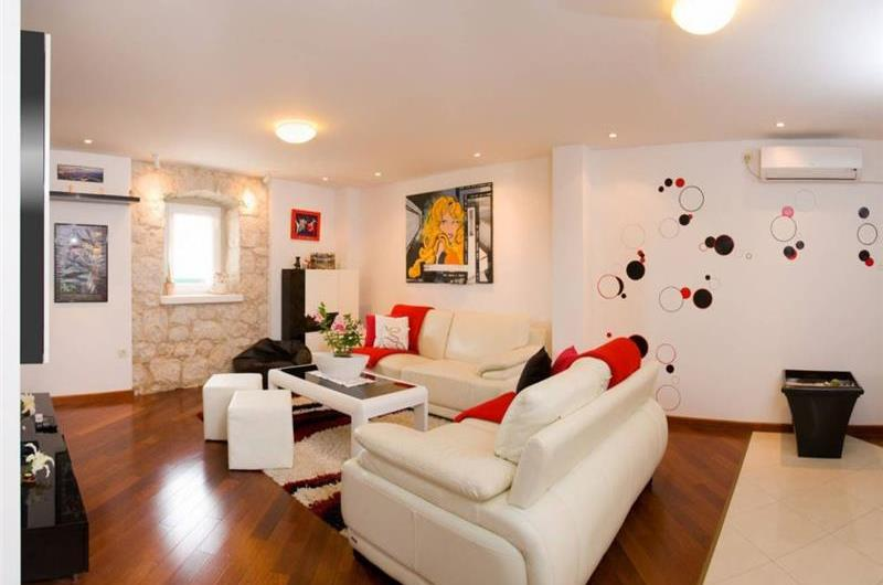 3 Bedroom Villa with Garden and Sea View, in Podstrana, sleeps 6