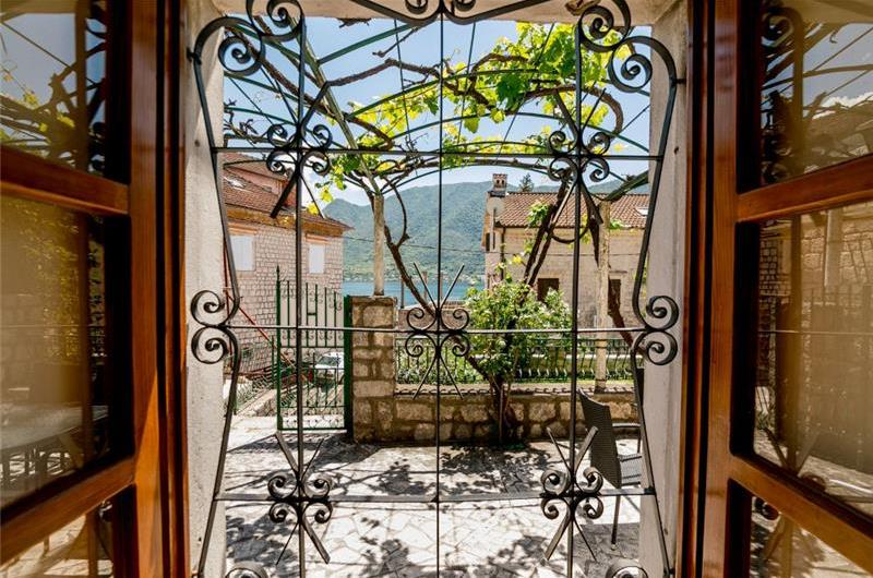 3 Bedroom Seaside Villa in Perast, Kotor Bay, Sleeps 6-8