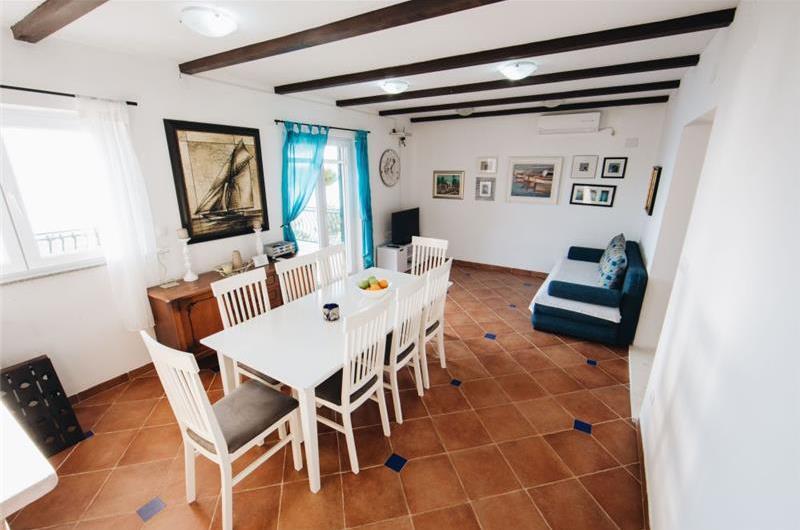 5 Bedroom Villa with Pool in Dugi Rat near Omis, sleeps 10-14