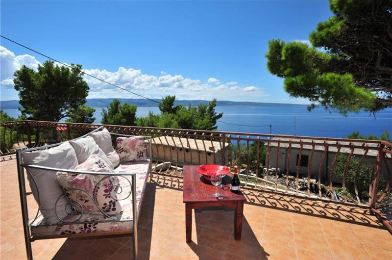 5 Bedroom Villa with Pool in Dugi Rat near Omis, sleeps 10-14