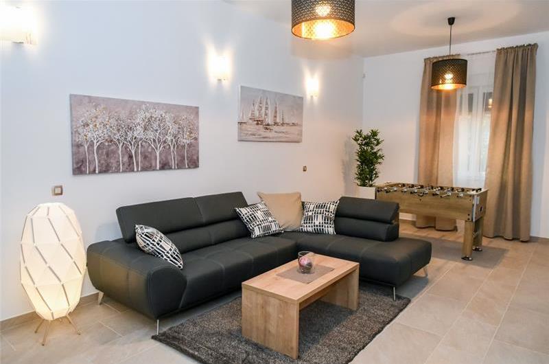 8 Bedroom Villa with 2 Pools and Sea Views near Opatija, sleeps 16