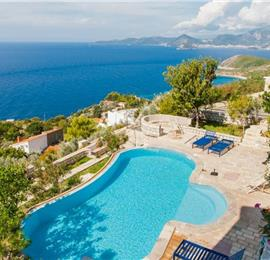 1 Bedroom Villa with 3 Shared Pools and Sea Views, sleeps 2