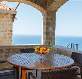 2 Bedroom House with 3 Shared Pools and Sea Views, sleeps 4