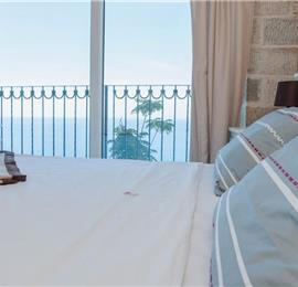 2 Bedroom Apartment with 3 Shared Pools, sleeps 4-6
