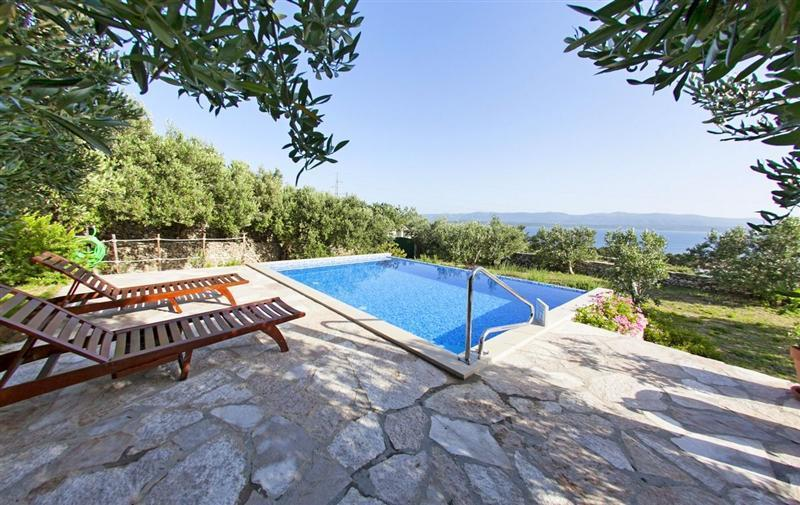 2 Bedroom Villa with Infinity Pool in Bol, Brac Island, sleeps 4