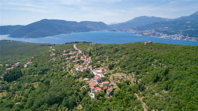 2 Bedroom Apartment with Shared Pool in Kotor Bay, Montenegro, Sleeps 4-5