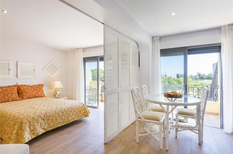 Studio Apartment with Shared Pool & Sea Views near Olhao, sleeps 2