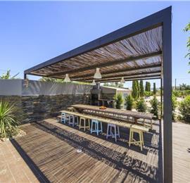 Studio Apartment with Shared Pool & Sea Views near Olhao, sleeps 2
