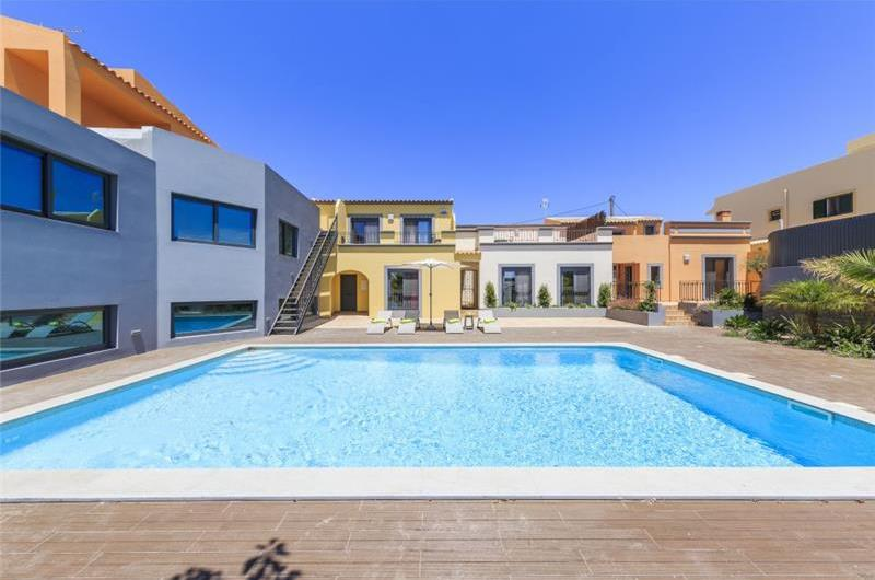 2 Bedroom Apartment with Shared Pool & Sea Views near Olhao, sleeps 4