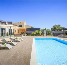 2 Bedroom Apartment with Shared Pool & Sea Views near Olhao, sleeps 2