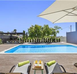3 Bedroom Villa with Shared Pool & Sea Views near Olhao, sleeps 6