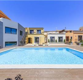 4 Bedroom Villa with Shared Pool & Sea Views near Olhao, sleeps 8