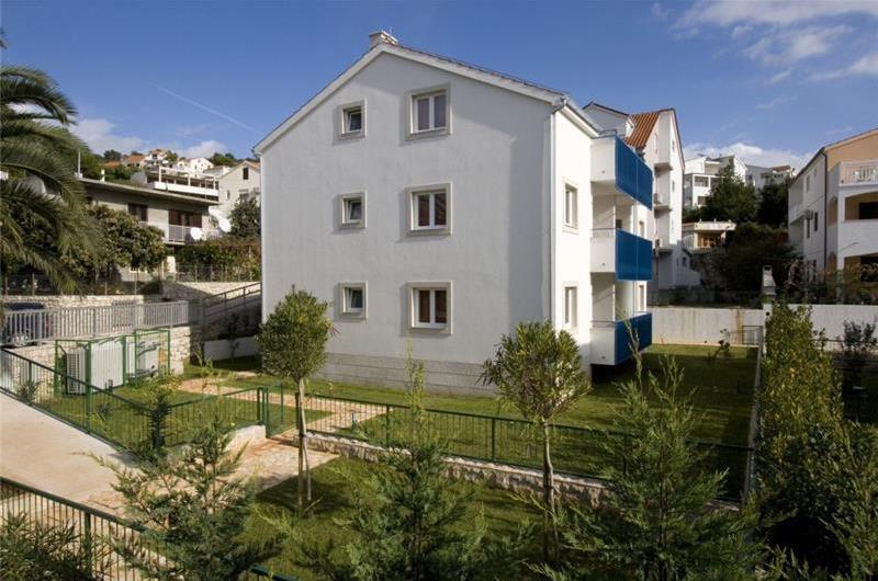 2 Bedroom Sea View Apartment in Hvar Town, sleeps 4