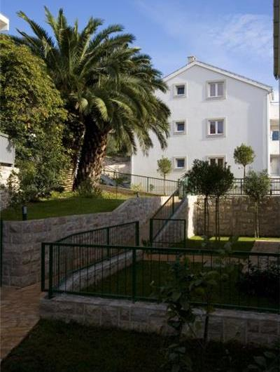 2 Bedroom Sea View Apartment in Hvar Town, sleeps 4