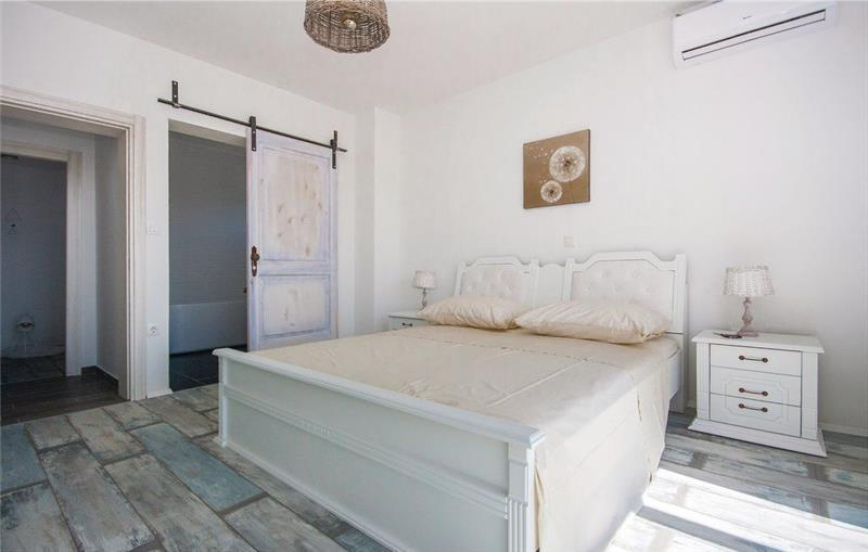 4 Bedroom Villa with Pool and Sea Views in Vodice, sleeps 7-8