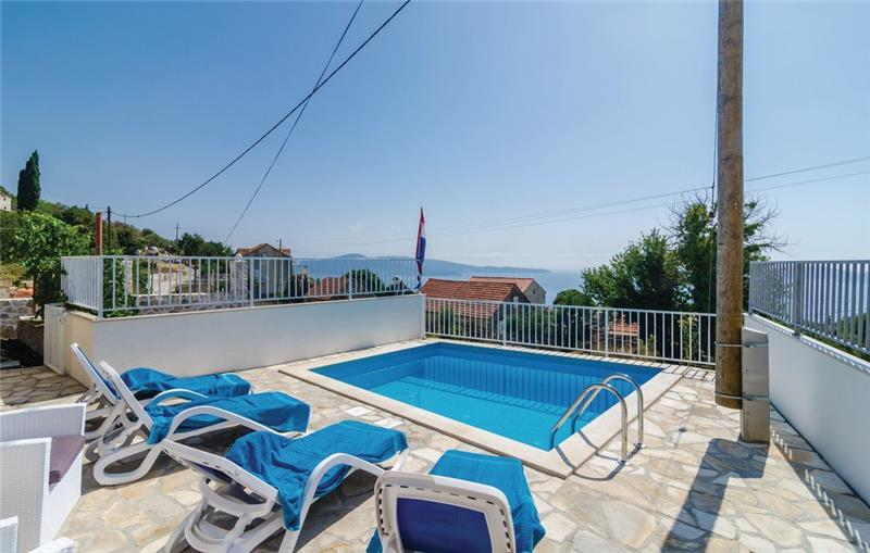 3 Bedroom Villa with Pool and Sea View in Brsecine, sleeps 6