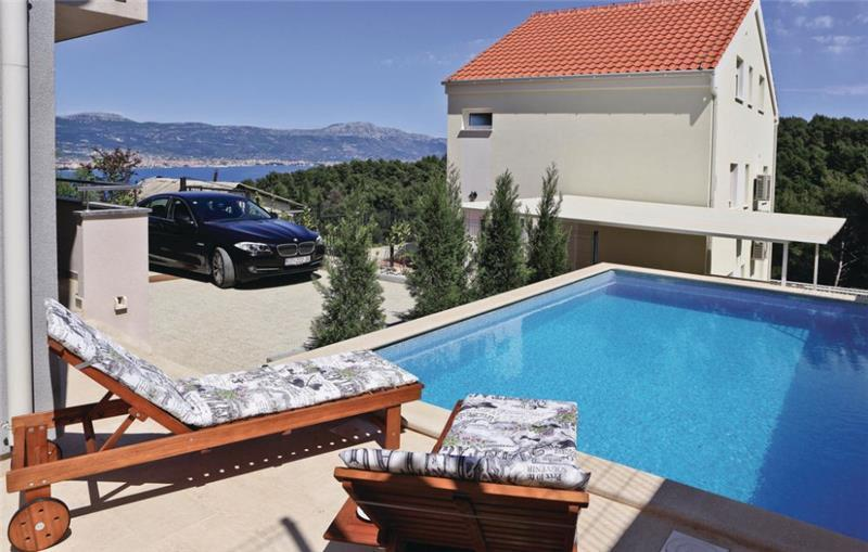 4 Bedroom Villa with Pool and Sea Views near Trogir, sleeps 8-10