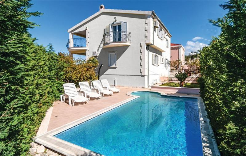 5 Bedroom Villa with Pool in Supetar, Brac Island, sleeps 11