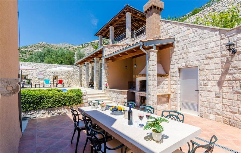 6 Bedroom Villa with Pool in Brsecine, Dubrovnik region, sleeps 11-12