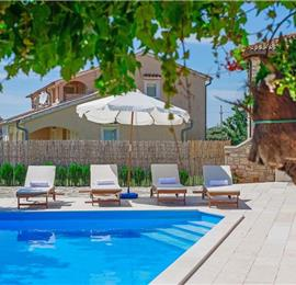 2 Bedroom Apartment with Pool near Porec, sleeps 4
