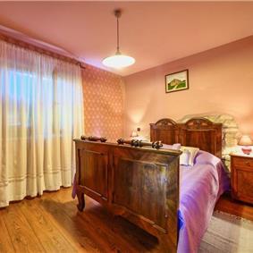 2 Bedroom Apartment with Pool near Porec, sleeps 4