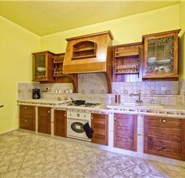 4 Bedroom Villa with Pool and Sea Views in Moscenicka Draga, Kvarner Gulf, sleeps 7
