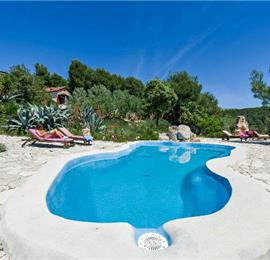 4 Bedroom Luxury Seafront Villa Retreat with Pool near Milna, Brac Island - Sleeps 8-10