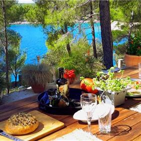 4 Bedroom Luxury Seafront Villa Retreat with Pool near Milna, Brac Island - Sleeps 8-14