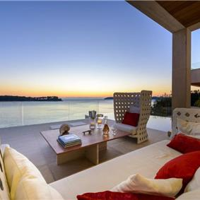 Luxury 5 Bedroom Beachfront Villa with Pool in Lozica near Dubrovnik, sleeps 10-12