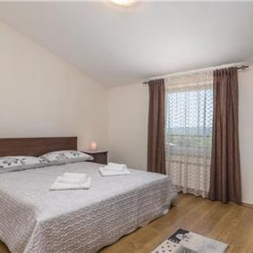 4 Bedroom Villa with Pool in Nova Vas near Novigrad, sleeps 8