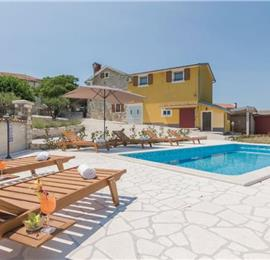 4 Bedroom Villa with Pool in Nova Vas near Novigrad, sleeps 8