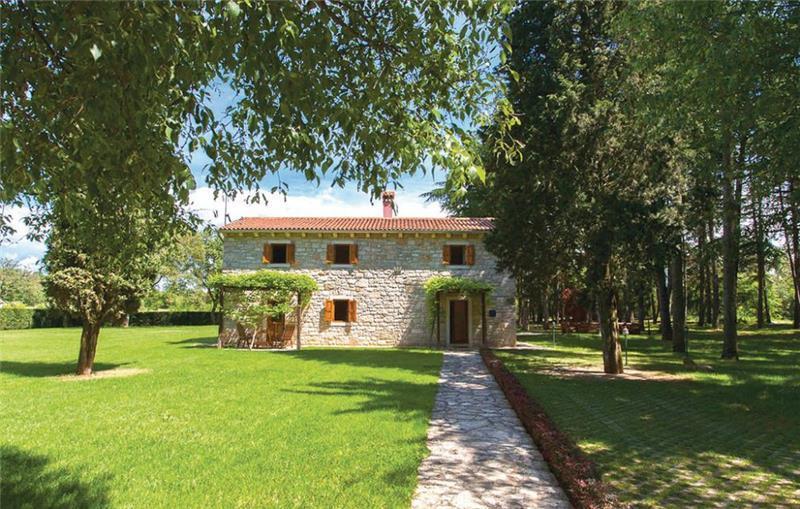 3 Bedroom Villa with Pool in Vrsar, sleeps 7