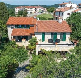 4 Bedroom Villa with Pool in Rovinjsko Selo near Rovinj, sleeps 8
