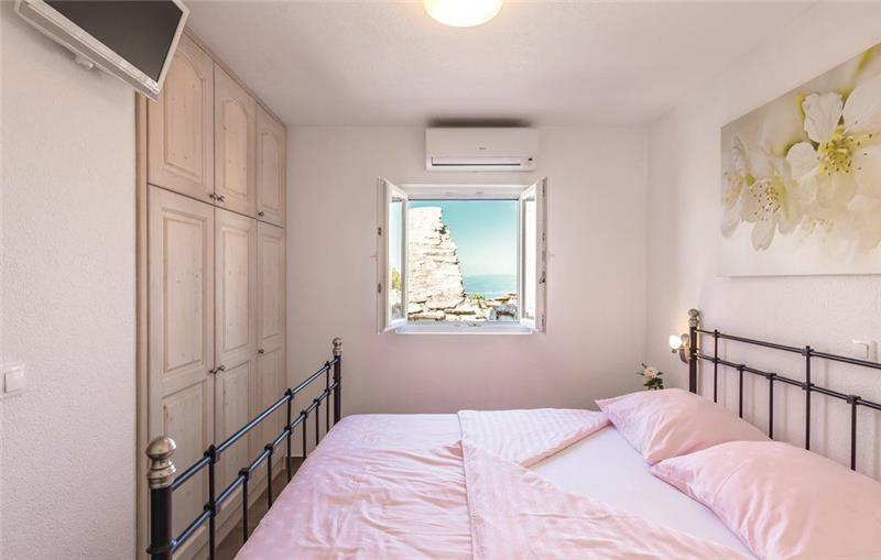 2 Bedroom Apartment with Pool and Sea View in Topici, sleeps 4-6