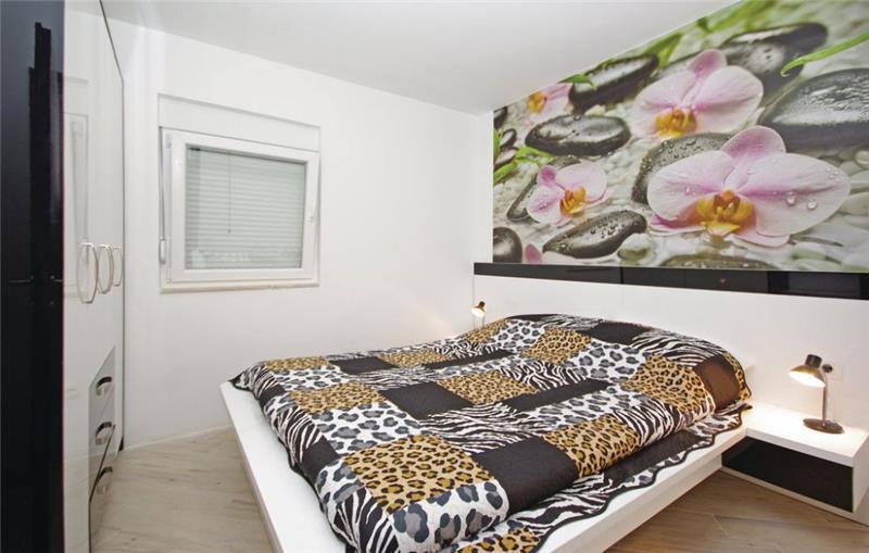 10 Bedroom Villa with Pool in Makarska, sleeps 18