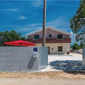 3 Bedroom Villa with Pool in Paljuv near Zadar, sleeps 7-8