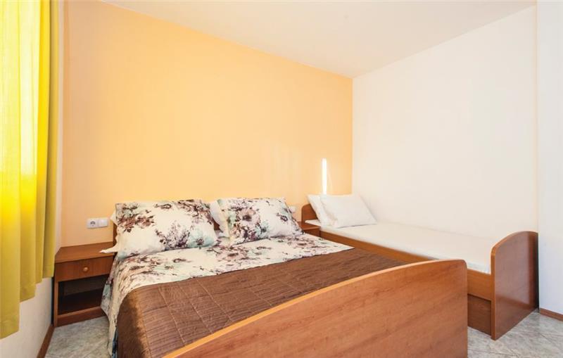 6 Bedroom Villa with Pool in Razanj near Rogoznica, sleeps 15