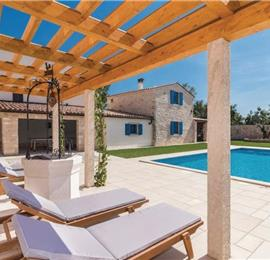 9 Bedroom Villa with Pool in Bokordici near Svetvincenat, sleeps 20