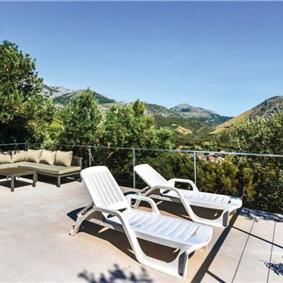 2 Bedroom Villa with Pool in Zrnovica near Split, sleeps 4-5
